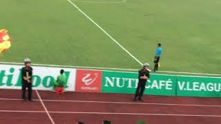 Siêu phẩm sút phạt của Lê Sĩ Minh trong trận đấu Nam Định gặp Đà Nẵng vòng 16 V.League 2018