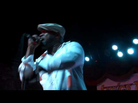 Black Thought Performs an Old School Medley at Brooklyn Bowl