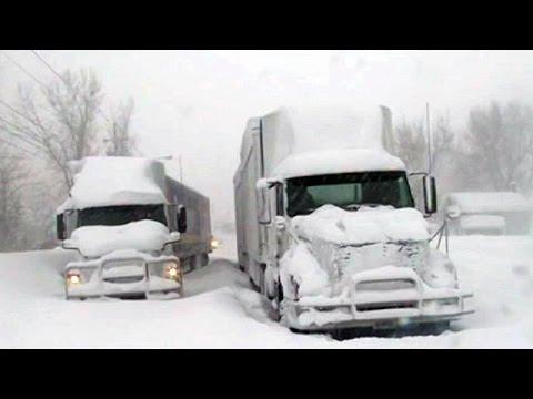 Nevasca provoca mortes e caos nos EUA. Pelo menos quatro pessoas morreram devido ao frio extremo que atingiu grande parte dos Estados Unidos. As temperaturas estão abaixo de zero e o frio se espalhou até em Estados do sul do país como Alabama e Flórida.