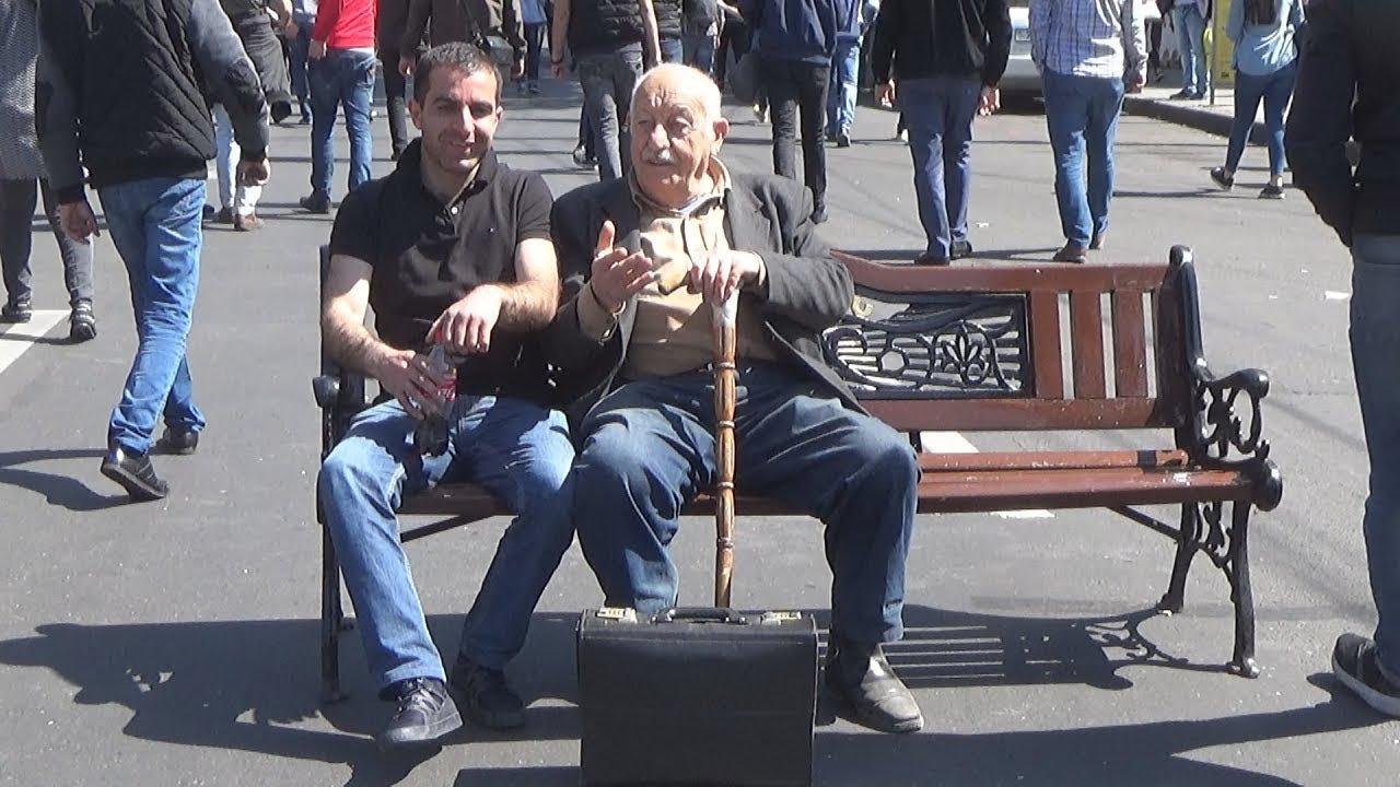 """Армения: противники Саргсяна объявили """"бархатную революцию"""""""