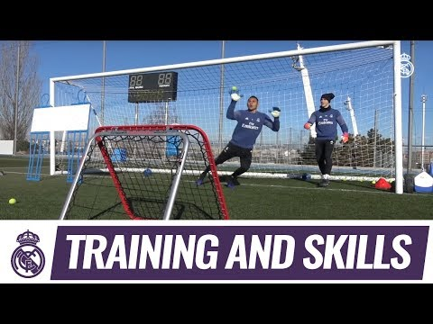 Super reflexes in goalkeepers' training exercise!