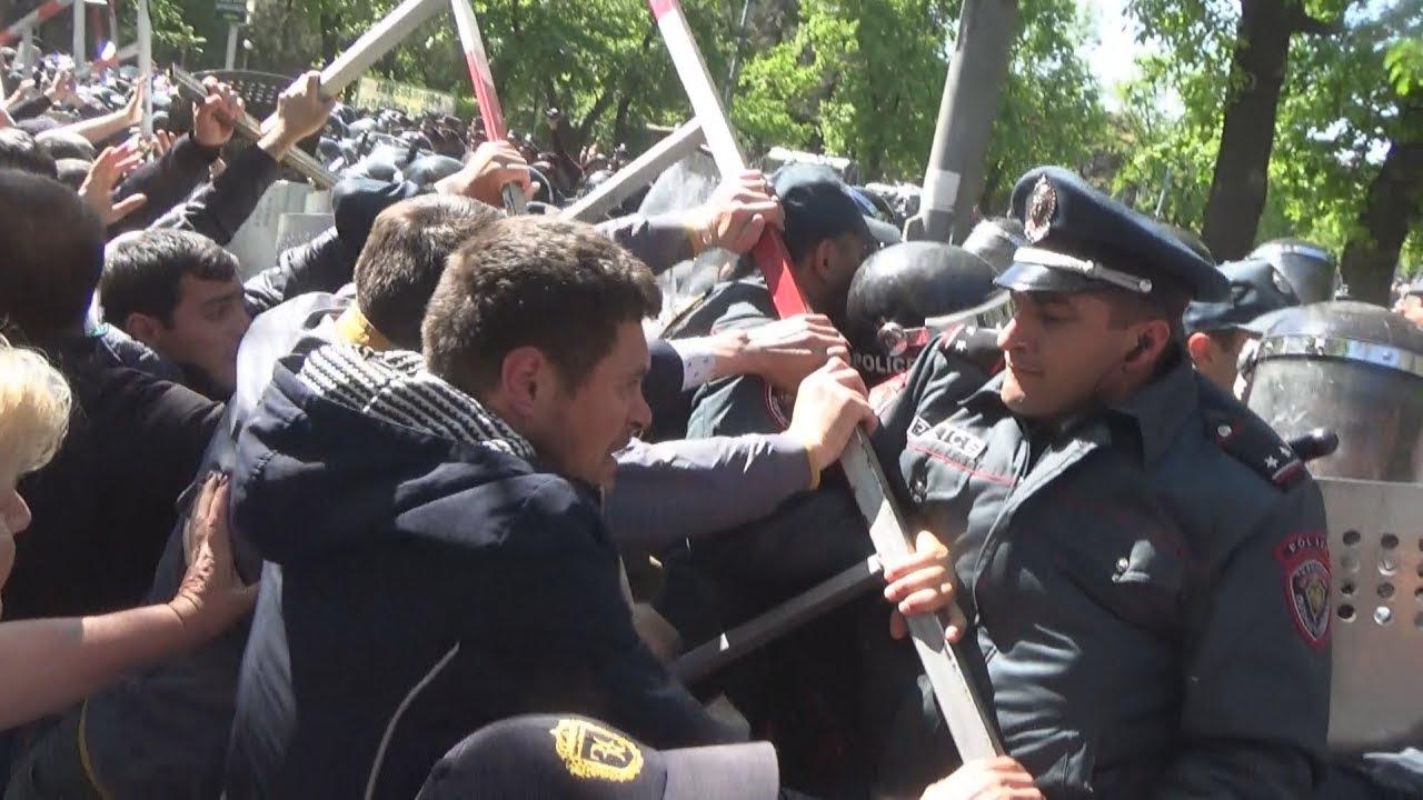 Беспорядки в Ереване: десятки пострадавших