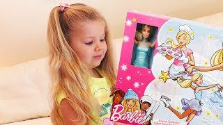 Диана открывает календарь Барби Diana Opens Advent Calendar with Barbie doll surprise for kids