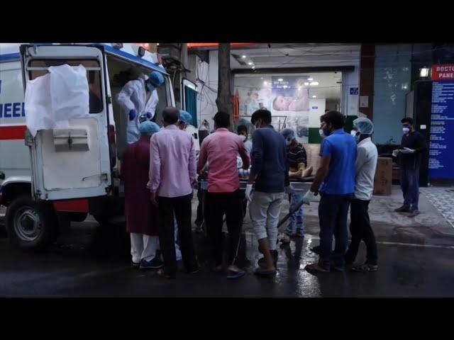 印度連續兩天逾4000人因疫死亡 全境封鎖呼聲再起