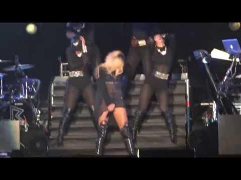 Baixar Rihanna - Pour It Up & Numb Live In Diamonds World Tour Istanbul 30.05.2013