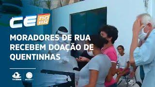 EM BOA HORA: Moradores de rua recebem doação de quentinhas