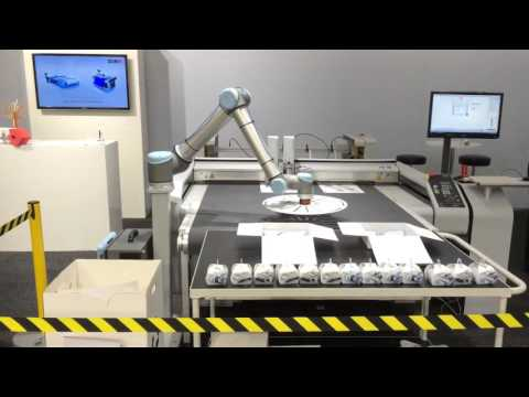 Zünd S3 con Robot Universal para folding (Scanpack 2015). (Sign-Tronic.es)
