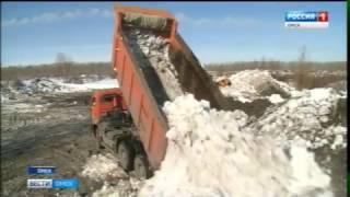 Коммунальщики активно вывозят снег с омских улиц