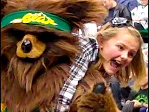 Baixar BEAR ATTACKS GIRL AT JAZZ GAME!