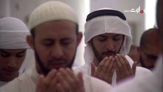 صلاة التهجد من جامع الشيخ زايد في أبوظبي     -