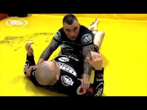 Szkoła MMA i jiu jitsu: Fijałka oraz Moks – dźwignia skrętowa (+video)