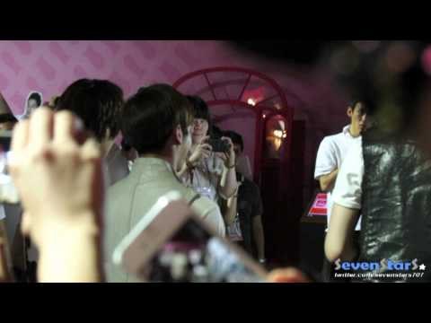 [Fancam] 120813 SHINee Sightseeing SM Art Exhibition