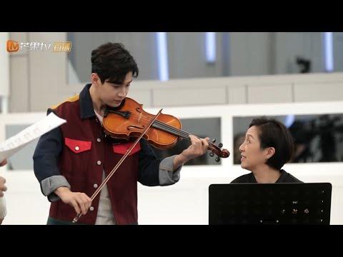 《声入人心》独家彩蛋:溢出屏幕的音乐才华!刘宪华小提琴伴奏帅爆 Super-Vocal【歌手官方音乐频道】