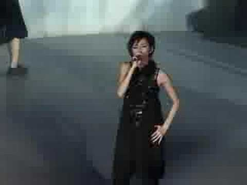 Sun Yanzi Live in Vivo City - 奔 (2/4)