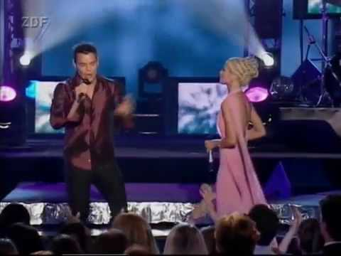 Christina Aguilera & Ricky Martin Nobody Wants To Be Lonely WMA 2001