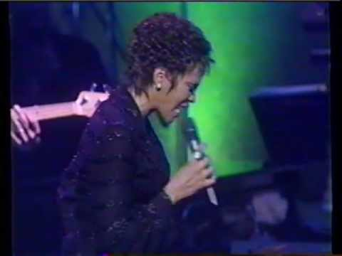 Whitney Houston I'm Every Woman Live @ Constitution Hall (1997)
