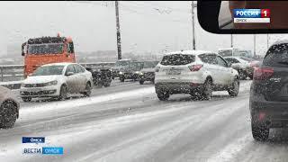 Из-за снегопада в Омске выросло число пробок на дорогах