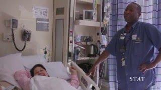 Njegov posao je da vodi pacijente do njihove sobe, ali ono što je kamera zabilježila širi se brzinom svjetlosti