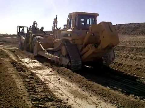 BLUE STAR CONSTRUCTION - D8N Cat Pushing 621E scrapers With Topcon 3DMC2 System