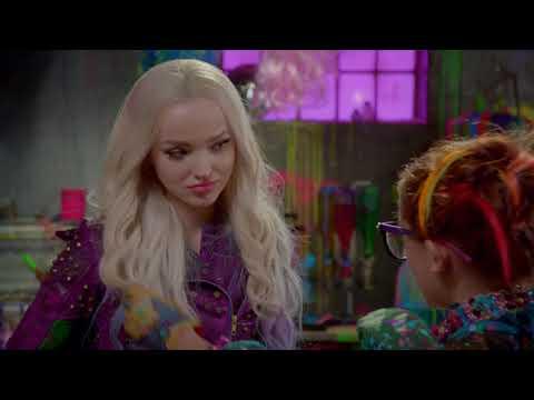 Le relooking de Mal | Descendants 2 | Disney Channel BE
