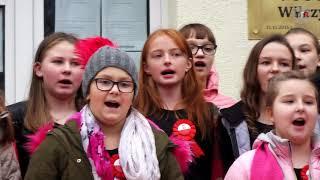 9 listopada przed budynkiem Domu Kultury w Wilczynie spotkały się dzieci i młodzież z placówek oświ