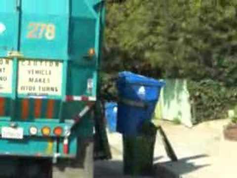 Caminhão de lixo americano