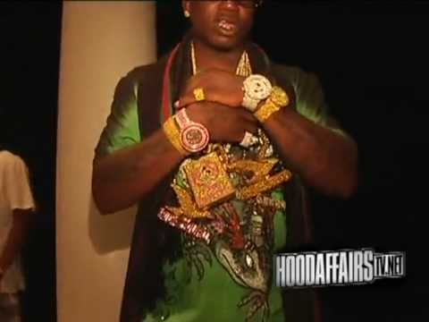 GUCCI MANE FLEXIN 2,000,000 WORTH OF JEWELRY - YouTube