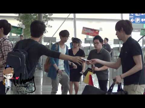 120527 Fancam EXO-M at the Incheon Airport (Lay-focused)