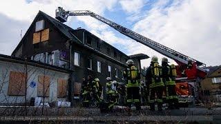NRWspot.de | Dachstuhlbrand in leerstehendem Mehrfamilienhaus schnell unter Kontrolle