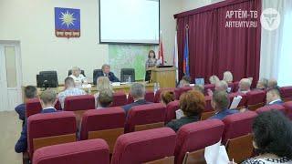 В Думе Артёма пополнение. Двое новых депутатов получили удостоверения