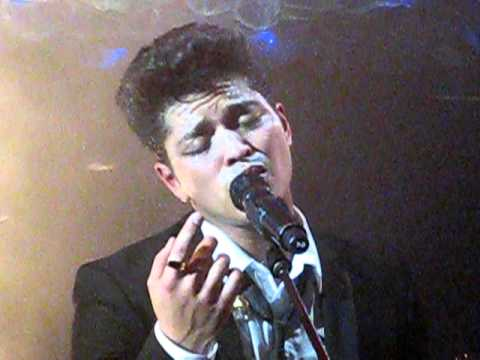 Baixar Bruno Mars - Talking To The Moon Live @ Cafe De Paris
