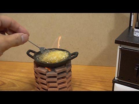Јапонецов ќе ви покаже како си пржи помфрит во својата минијатурна кујна