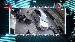 Tai nạn thảm khốc do người đàn ông vô tử mở cửa ô tô ngoài đường.
