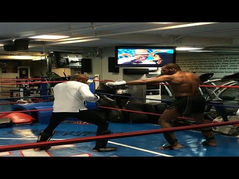 Baixar Jon Jones spars Anderson Silva at UFC offices- Fight Hub TV News Brief