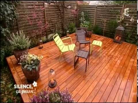 terrasse en bois dans un petit jardin youtube. Black Bedroom Furniture Sets. Home Design Ideas