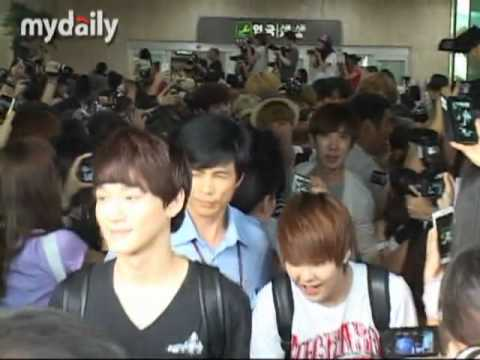 20120806 SMTOWN SHINee & EXO@Gimpo Airport (Luhan fall down T.T)