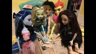 The Ouija Board-  A MH/EAH Halloween Special Stop Motion