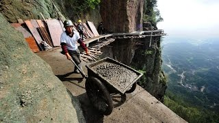 DONT LOOK DOWN: Chinese Workers build Road thousands of feet up a mountain
