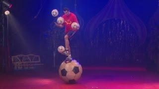 Juggler sets keepy uppy world record