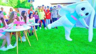 ¡Fundición! ¡Diana elige una mascota para las Cheerleaders de Bunny! ¿Quién estará con Diana?