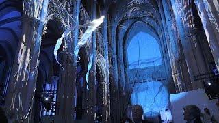 التحضيرات الأخيرة لعرض كاتدرائية مدينة ليون الضوئي