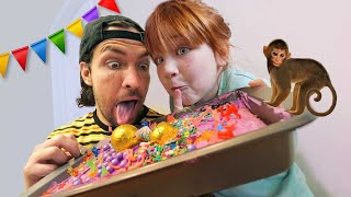 BiRTHDAY CAKE for MOM!!  Zoo Animals and Sprinkles! Adley & Dad decorate a surprise bday party treat