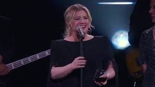 Kelly Clarkson - A Minute + a Glass of Wine (Live in Tulsa, OK)