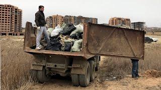 Жители Каспийска начали благоустраивать пляж своими силами