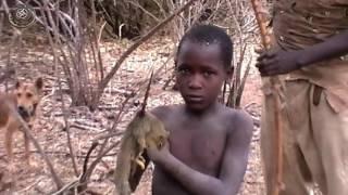Visita de un poblado Hadzabe, Tanzania   Parte 2.  De caza con los Hadzabe