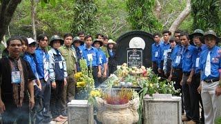 Viếng mộ chị Võ Thị Sáu lúc nửa đêm ở Côn Đảo