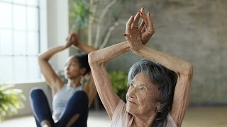 ZA DOBRO JUTRO: Instruktorka joge (98) otkriva rečenicu koju morate da kažete čim se probudite, recept za zdravlje i sreću (VIDEO)