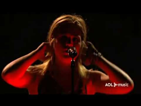 Kelly Clarkson - Addicted (AOL Music Live)