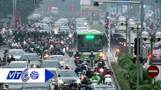 Xe buýt nhanh 'vật lộn tìm đường' giờ cao điểm | VTC