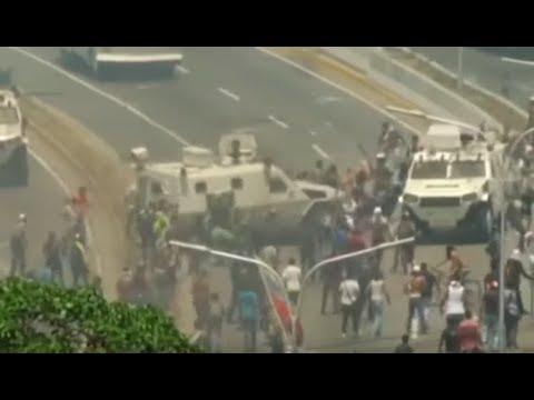 六四再現?馬杜羅軍人裝甲車碾平民,委內瑞拉等共產政權一路貨色